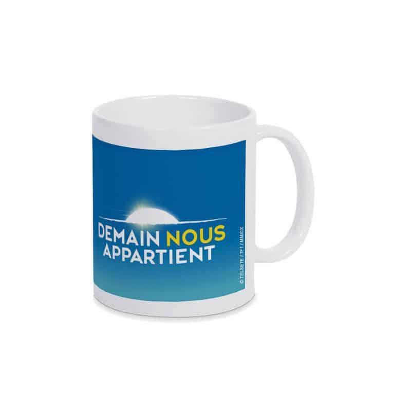 Mug BLANC Logo Demain Nous Appartient sur fond Bleu