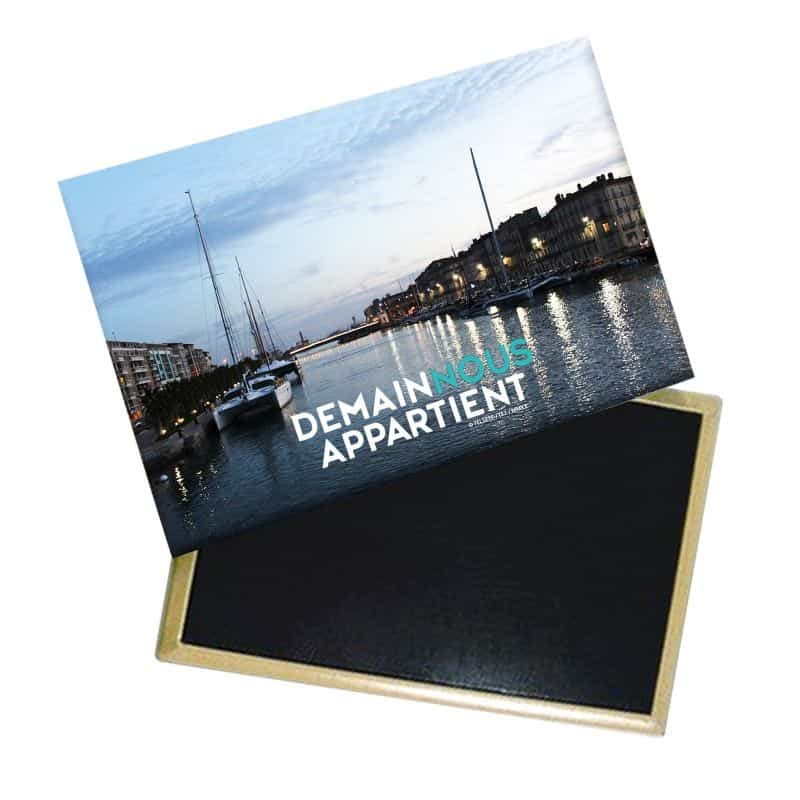 Magnet Logo Demain nous Appartient Photo Port de Sete De nuit